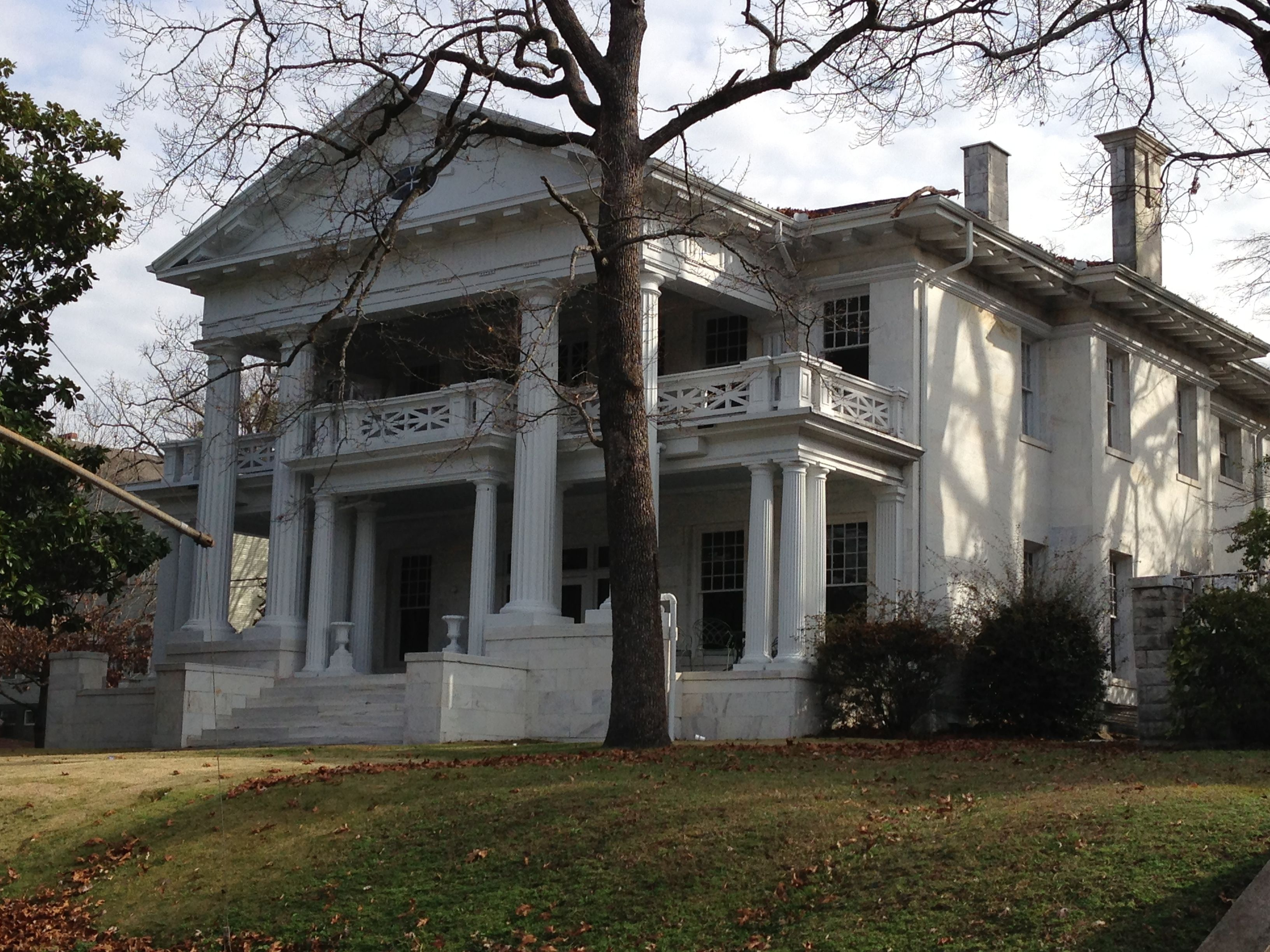 A Stately Old House On Highland Avenue In Birmingham