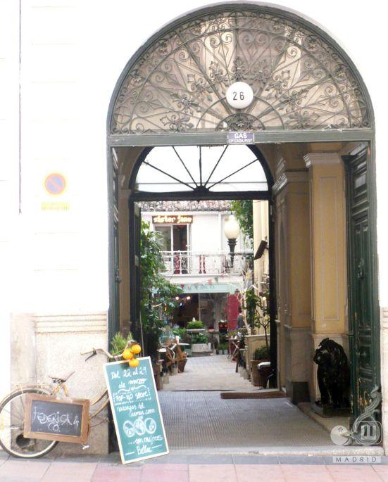 Multiespacio federica co un patio ajardinado donde descubrir s originales tiendas donde comprar - Muebles originales madrid ...