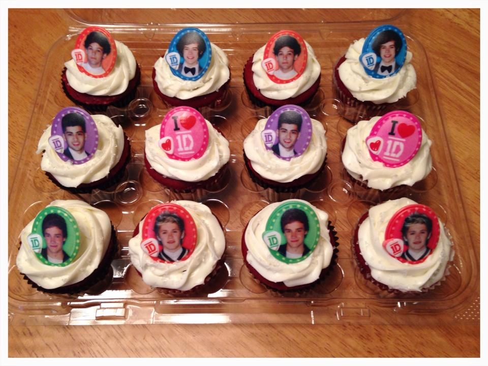 Red Velvet with cream cheese icing...1D #cupcakes #onedirection
