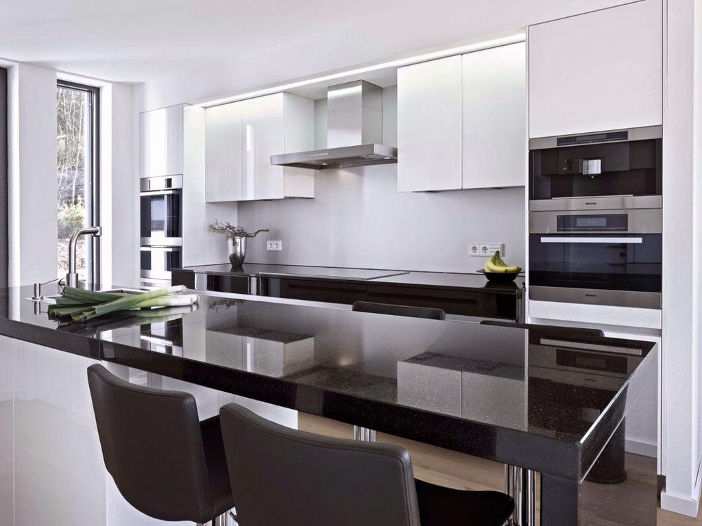 Cocina con barra en negro blanco y gris cocina oficina for Cocinas en blanco y negro