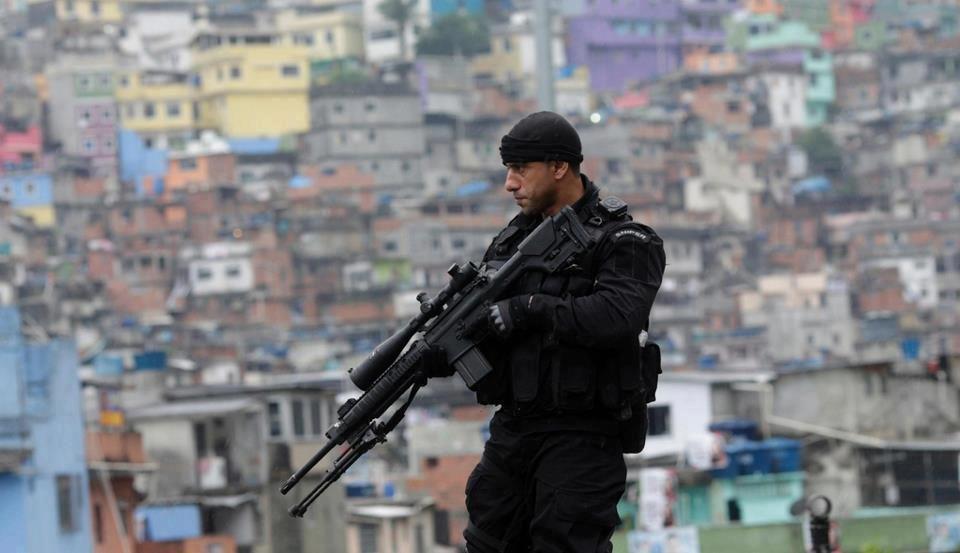 BOPE in action to secure favelas Operações Especiais 80230199d29
