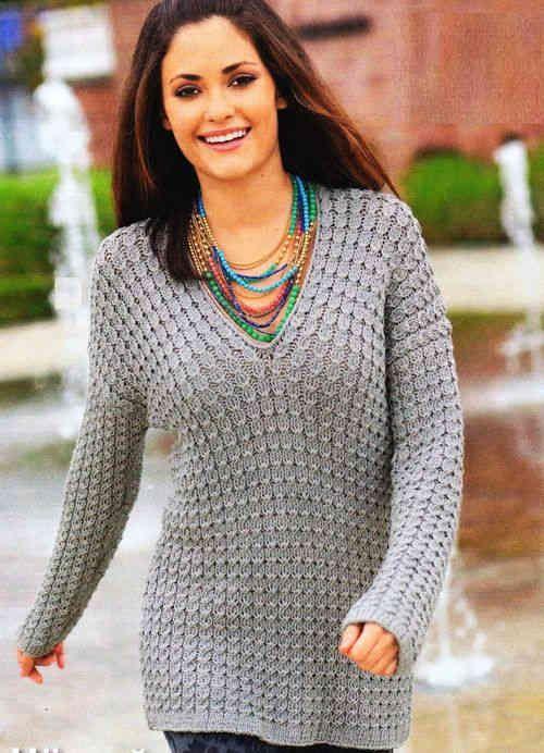 Серый женский пуловер спицами