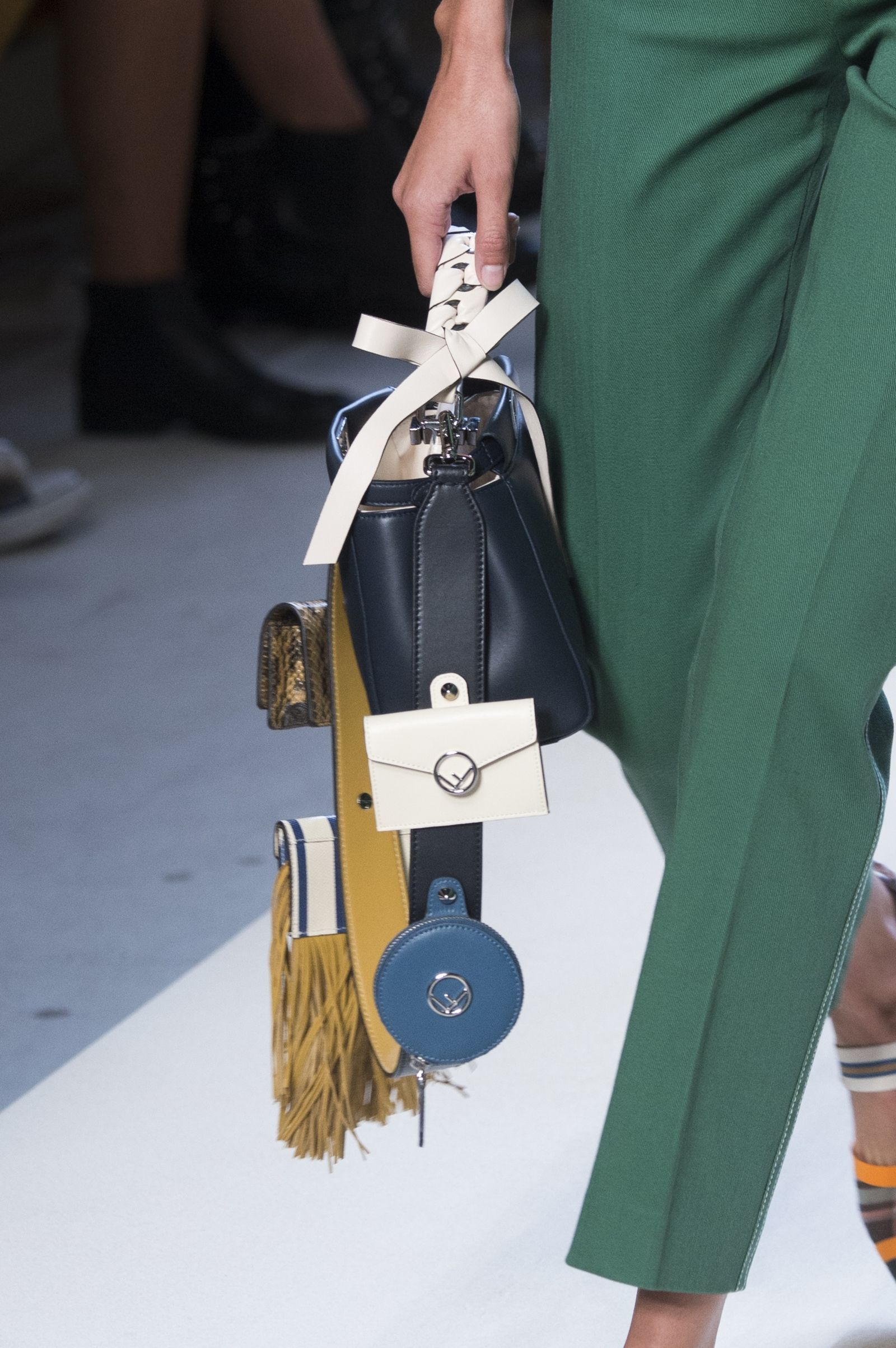 7 Bag Trends Fashion Girls Can t Stop Wearing  f8e1e5d2c5b