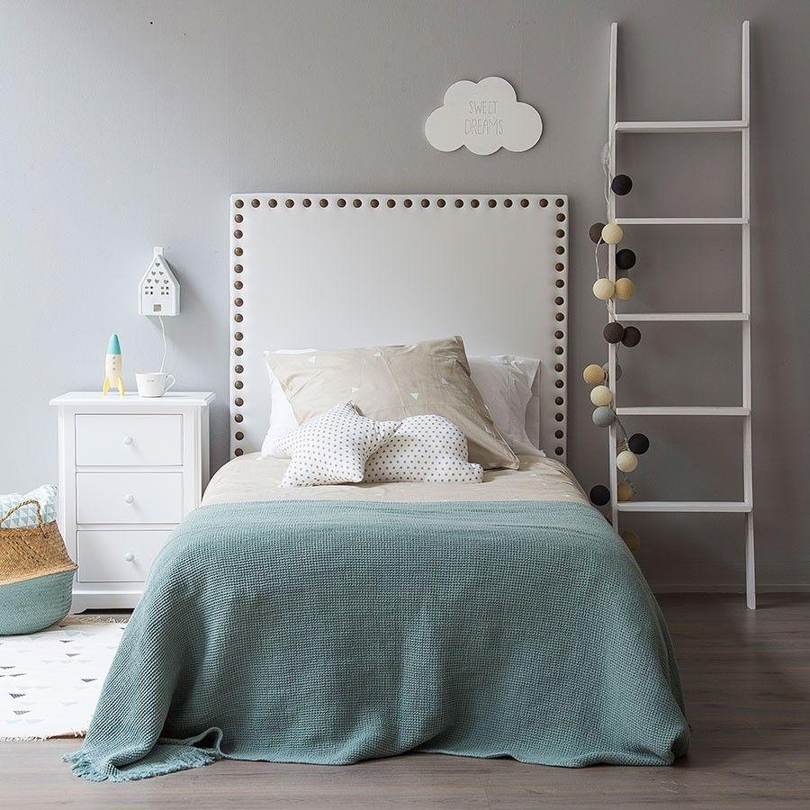 Respaldo con tachas grandes ideas para hacer camas en for Camas infantiles diseno moderno