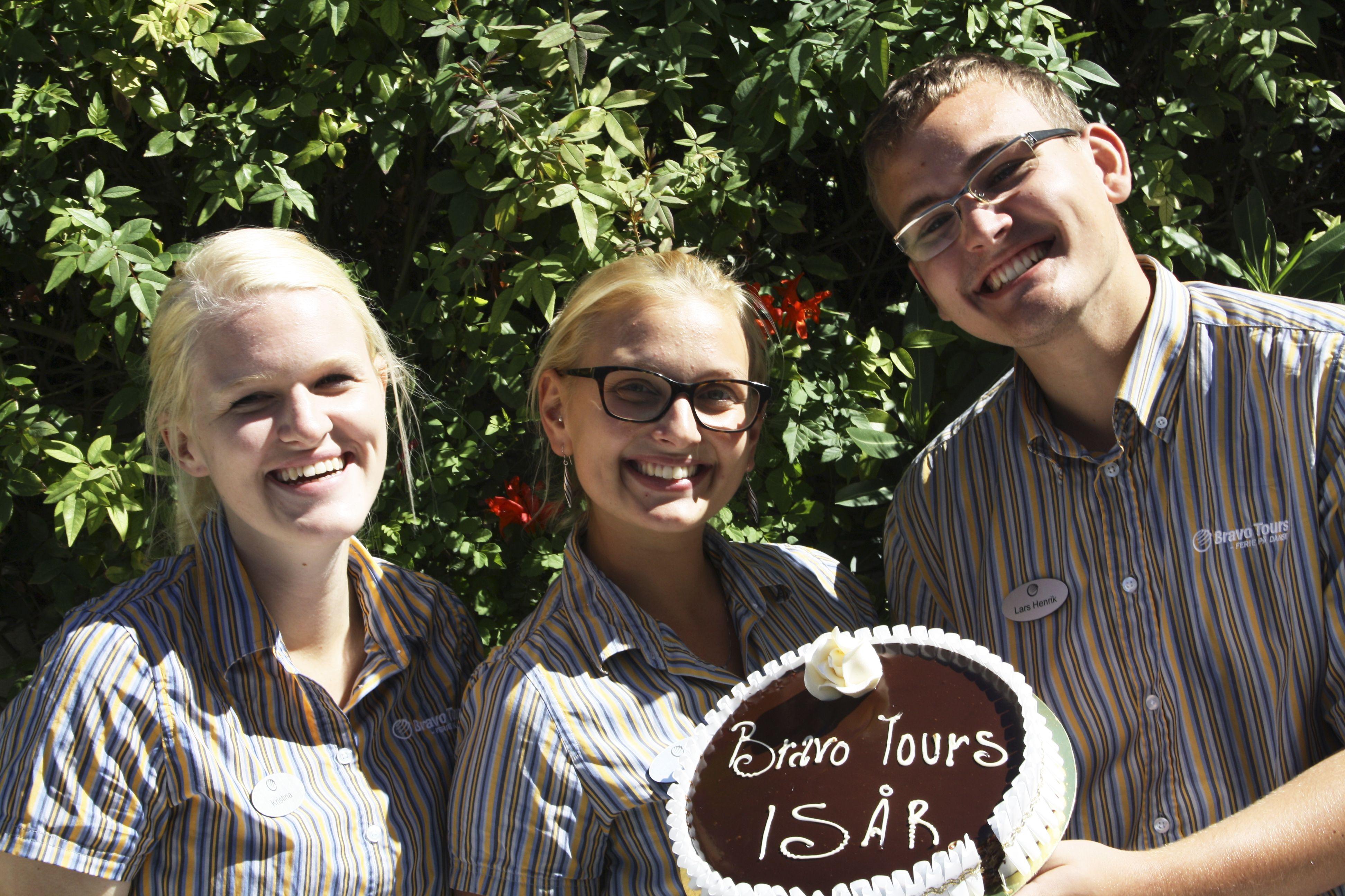 Bravo Tours fylder 15 år! Billedet er fra Tunesien, hvor vores fantastiske rejseledere fejrer vores fødselsdag.  #BravoTours #Rejser #Ferie