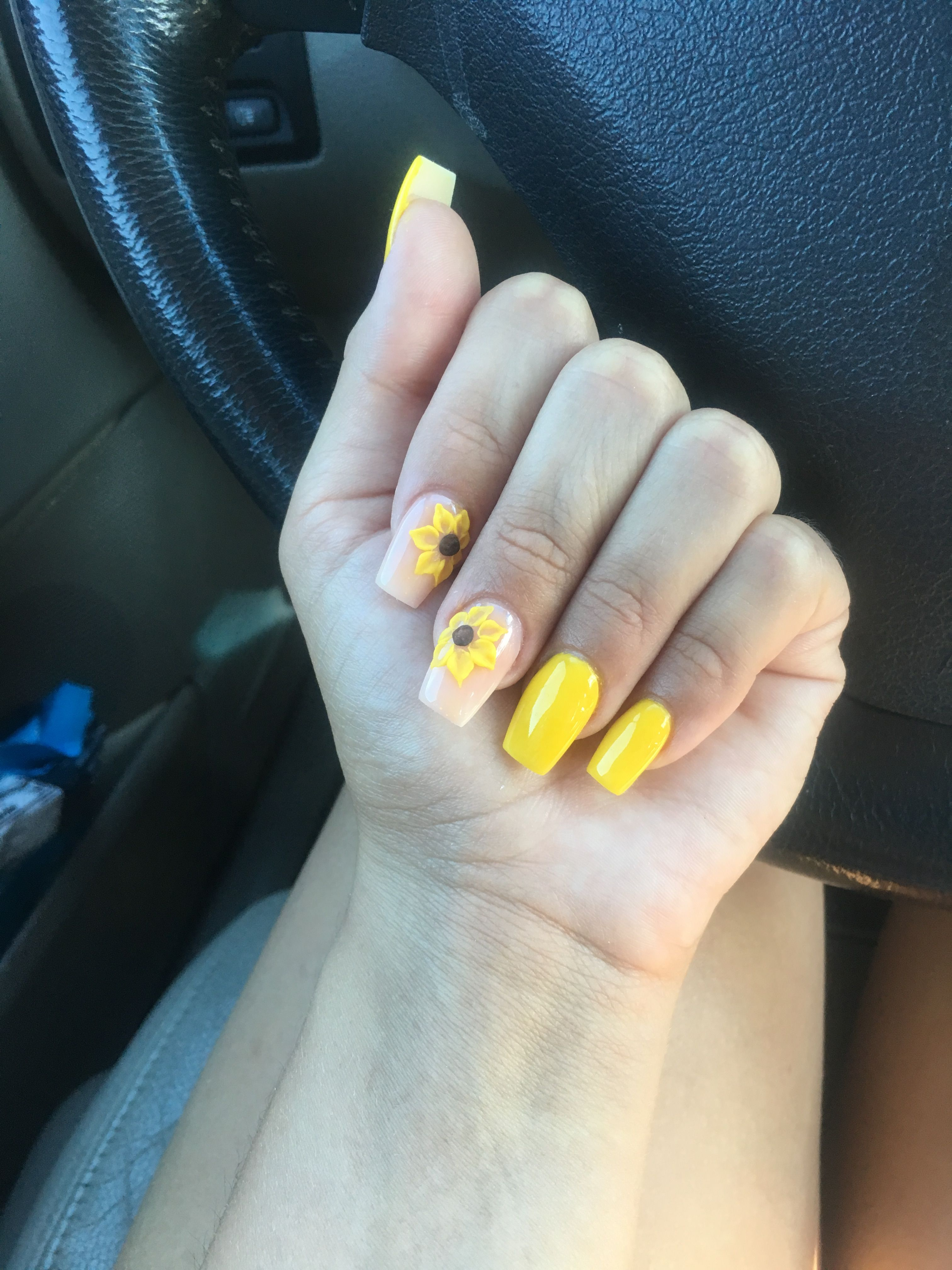 Yellow Short Coffin Shaped Acrylics With Sunflowers Acrylic Nails Yellow Acrylic Nails Coffin Short Sunflower Nails