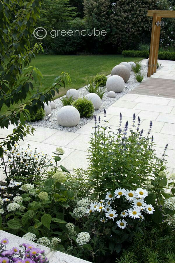 Modern white garden #vorgartenlandschaftsbau