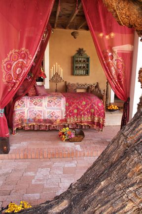 Love this Moroccan style bedroom, I\'d love something like this up in ...