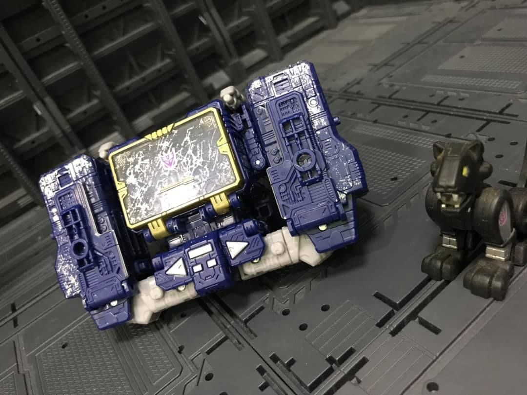 Siege News Roundup Astrotrain Confirmed Voyager Apeface Listing Soundwave S Boombox Mode And More Sound Waves Boombox Transformers Toys