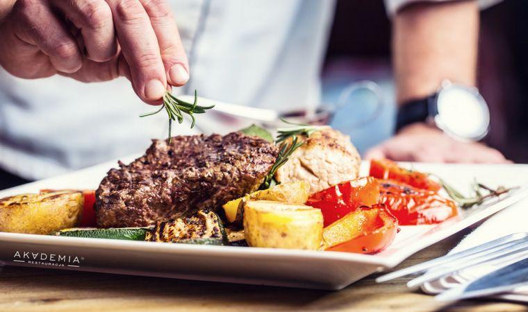 Najlepsza Kuchnia Polska W Warszawie Restauracja Akademia Jest Miejscem Specjalizujacym Sie W Tradycyjnych Daniach Ku Potted Beef Recipe Beef Recipes Cooking