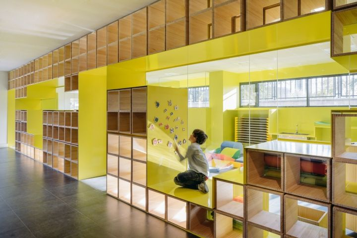 Local architects Rica Studio designed the two-storey Madrid flagship of the English for Fun linguistic school, aiming to booster the schoolchildren's creativity, imaginations and stimulate all five senses. The centre uses the Reggio Emilia approach to teaching children a foreign language, a method that combines self-guided play, visual learning and the built environment.