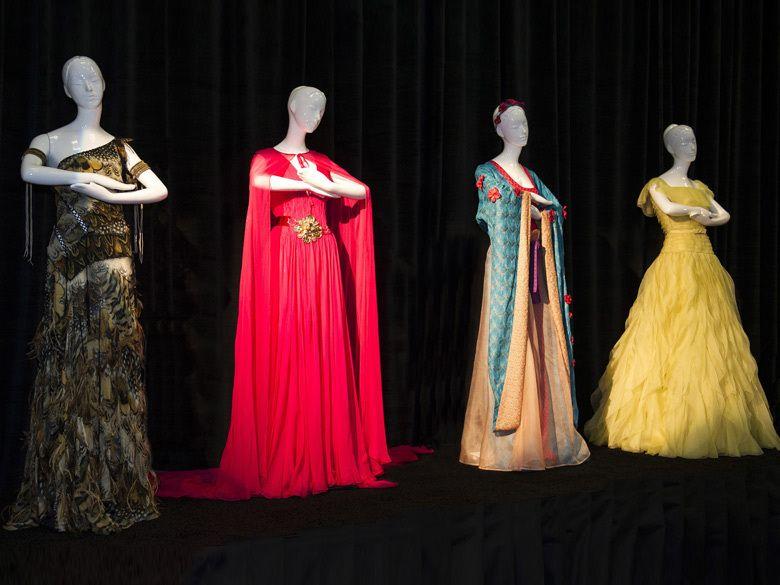 christie s met en vente des robes de cr ateurs inspir es des princesses disn brands and. Black Bedroom Furniture Sets. Home Design Ideas