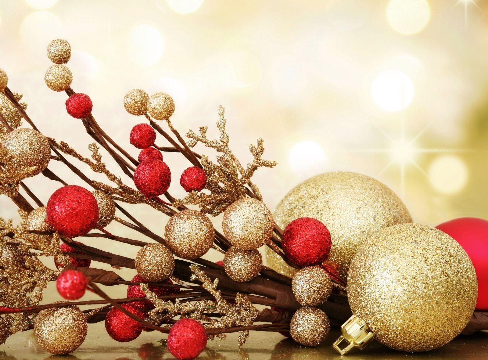 Christmas Ornaments Background.Wallpaper Original Christmas Decorations Balloons Thread