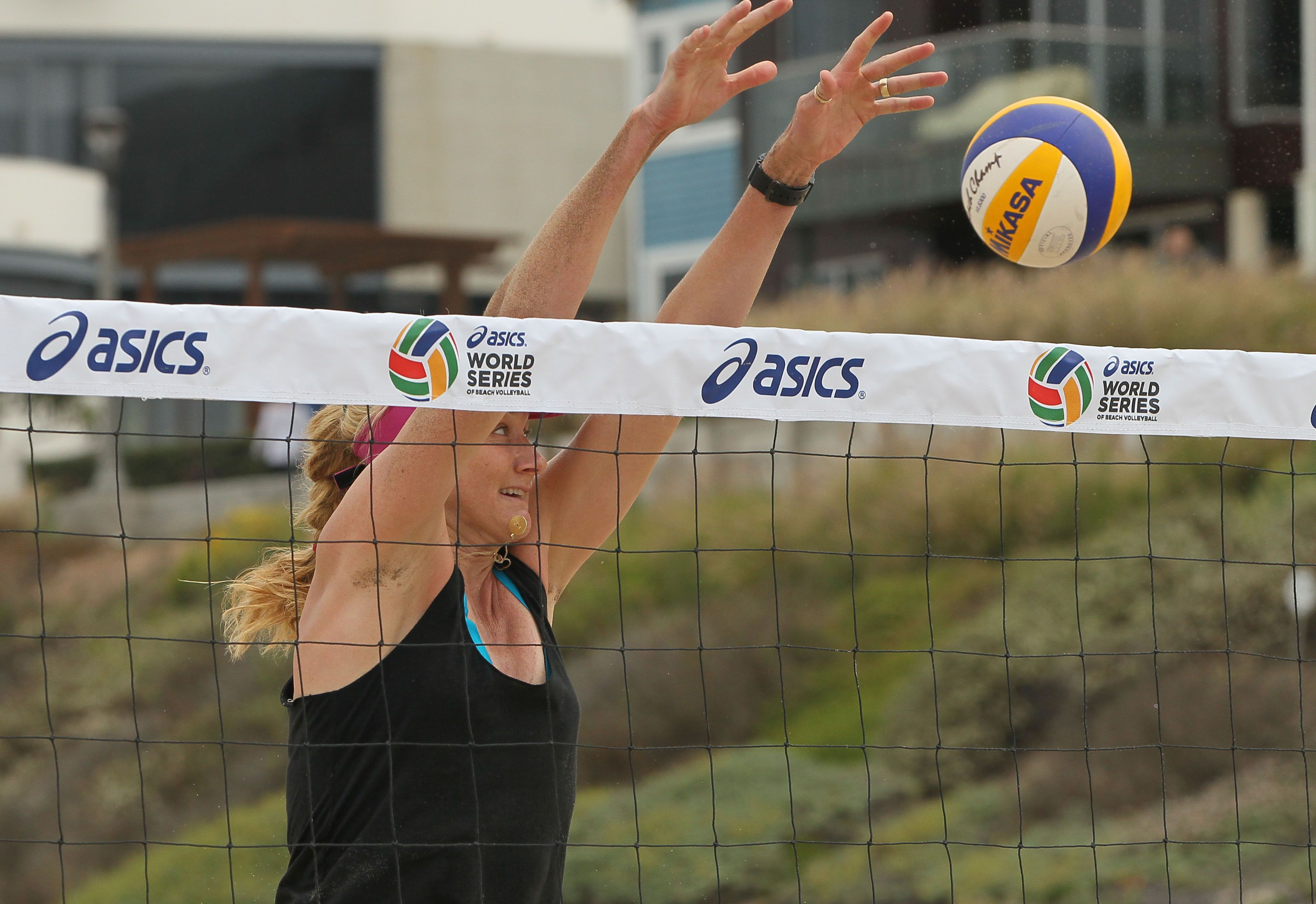 Kerri Walsh Jennings Asics World Series Of Beach Volleyball Sports Imports Net Outdoor Volleyball Net Volleyball Net Volleyball Equipment