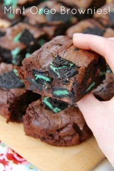 Mint Oreo Brownies! Chocolatey, Fudgey, Minty Oreo Brownies – the perfect delicious and easy bake that everyone will love!