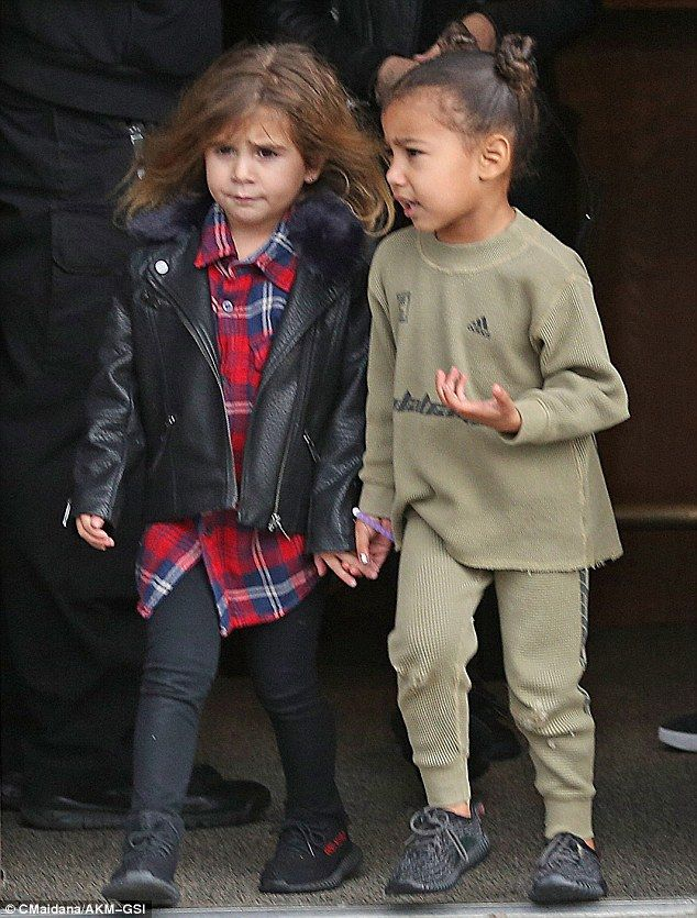 0ef785a759d1 Kim Kardashian enjoys lunch with Kanye West and their two kids ...