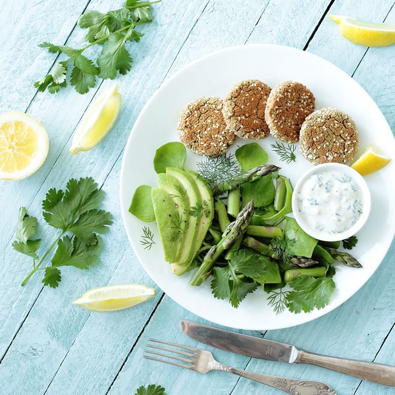 mini herbed tofu burgers with green spring salad | potluck at ohmyveggies.com