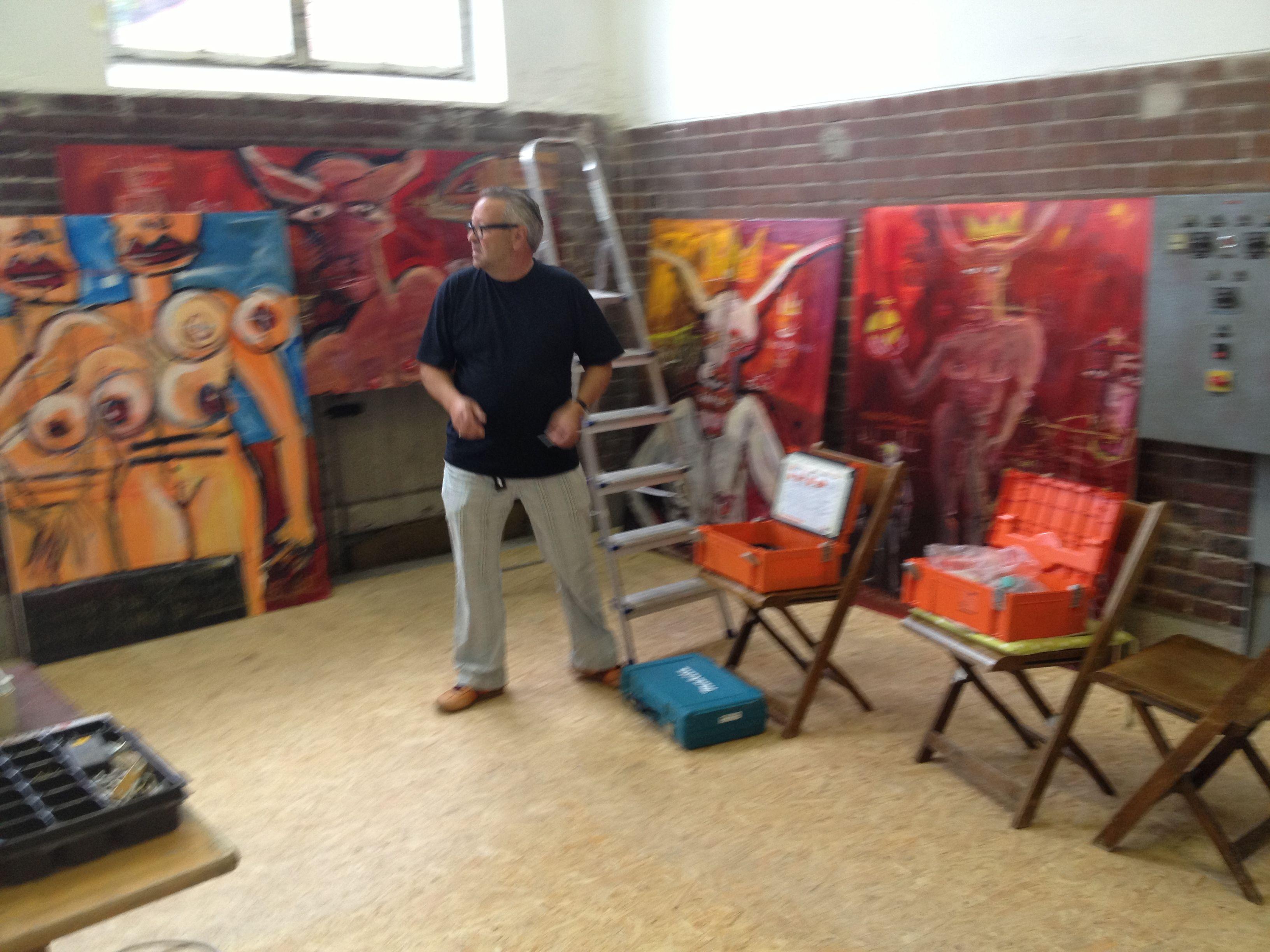 Der Aufbau der Ausstellung ist nicht zu unterschätzen. Mario Sprinz ...