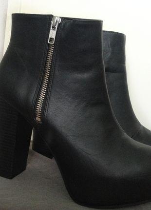 1539a3b8e63d Super stylische schwarze Plateau Boots von H M   Kleiderkreisel