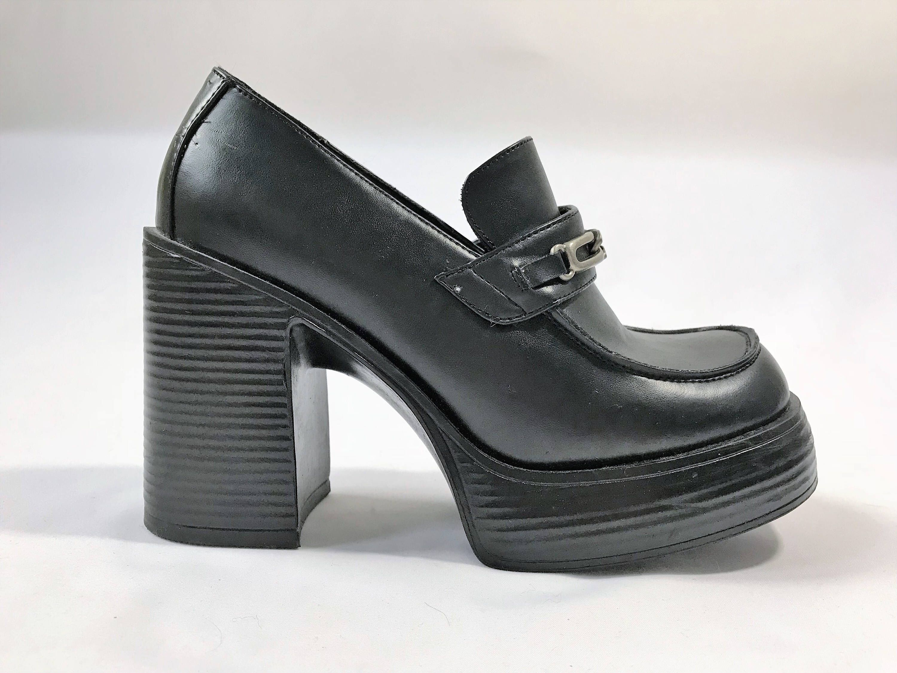 5a12bc973080 1990s True Vintage LEI Chunky Heels