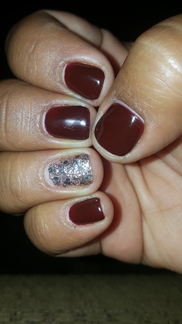 Burgundy and gold gel nails perfect for fall | Nail design