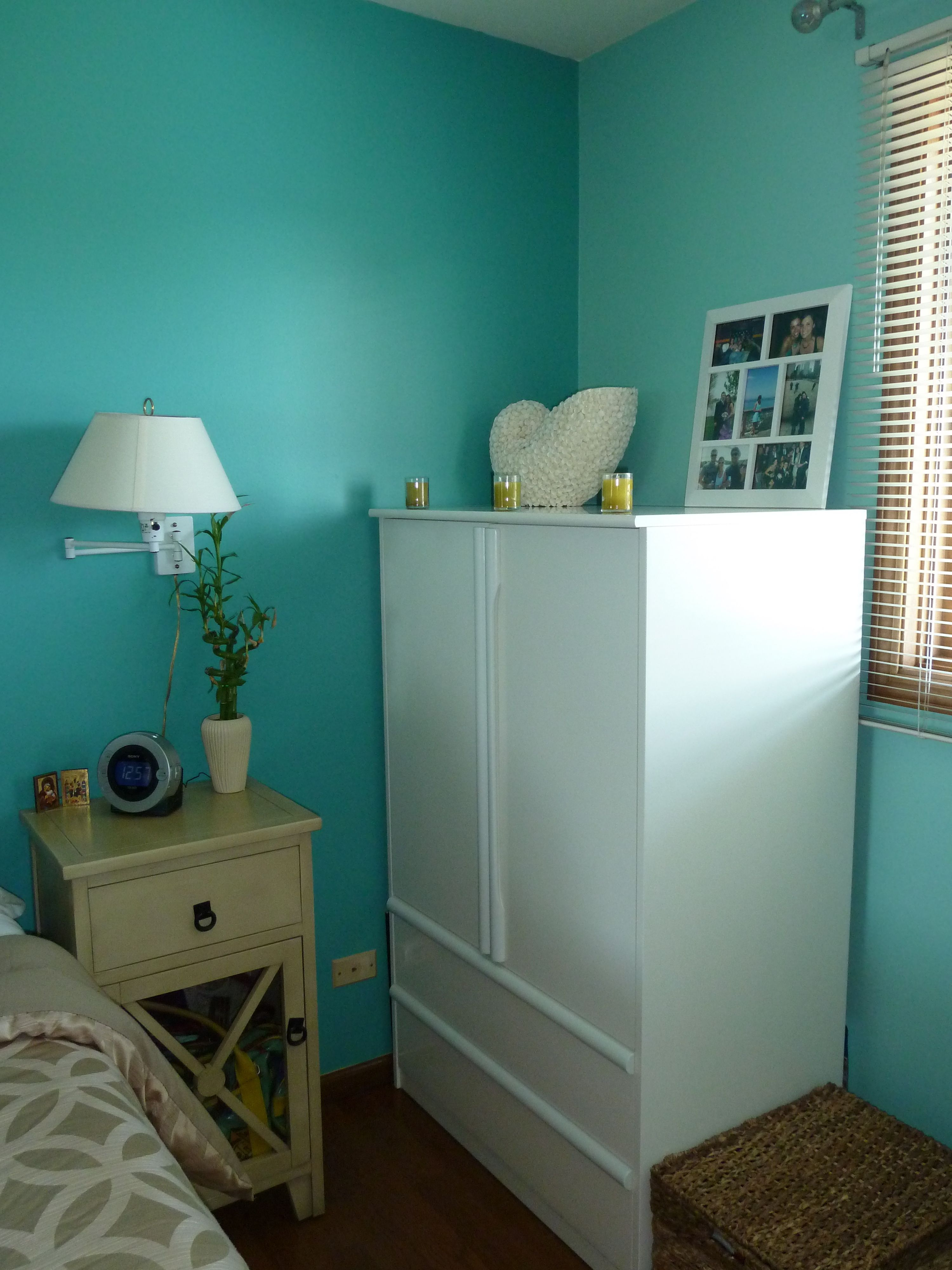Wall color behr teal zeal jamaica bay for Teal paint colors for bedrooms
