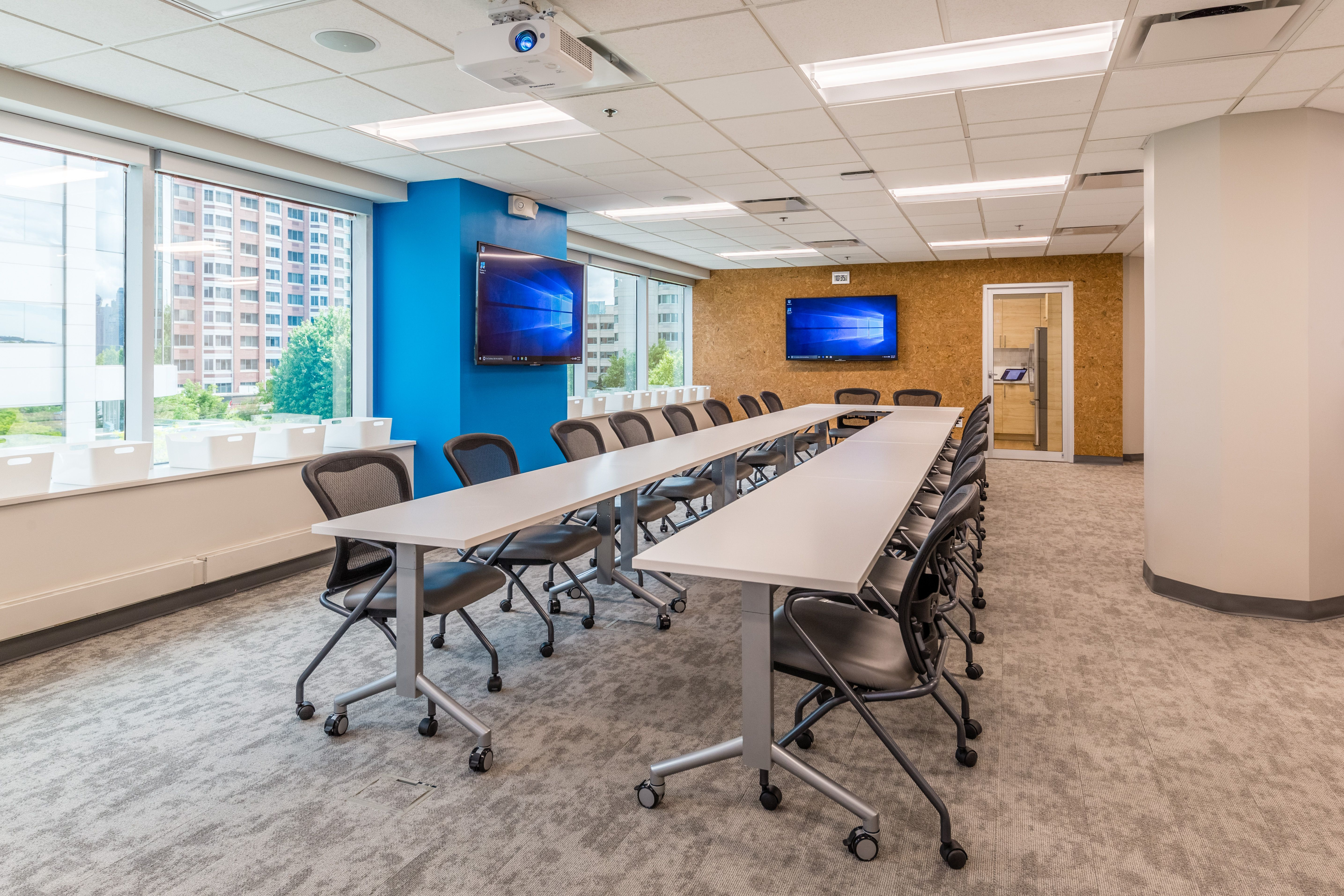 Worksocial Offers Affordable Conference Rooms For Rent In New Jersey To Host A Team Meeting Client Meeting Rooms For Rent Meeting Room Design Conference Room