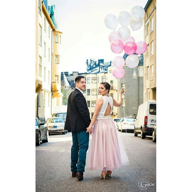 Ihanaa vappua kaikille! 💜🎈🎉💋🎊 Kuva viime vuodelta yllätys-vappuhäistä 💙❤💚💜💛 @Regrann from @gesiartphoto -  #ighaakuvaajat #hääkuvaajat #weddings #weddingphotography #documentary #documentaryphotography #love #couple #helsinki #katajannokka #finland #naturallight #balloons #nordicweddings #vappuhäät #instawed #weddinginspiration #hääkivaajat #street #gesiart #photography #gesiartphoto - #regrann #evedeso #eventdesignsource - posted by Hääkuvaajat IG…