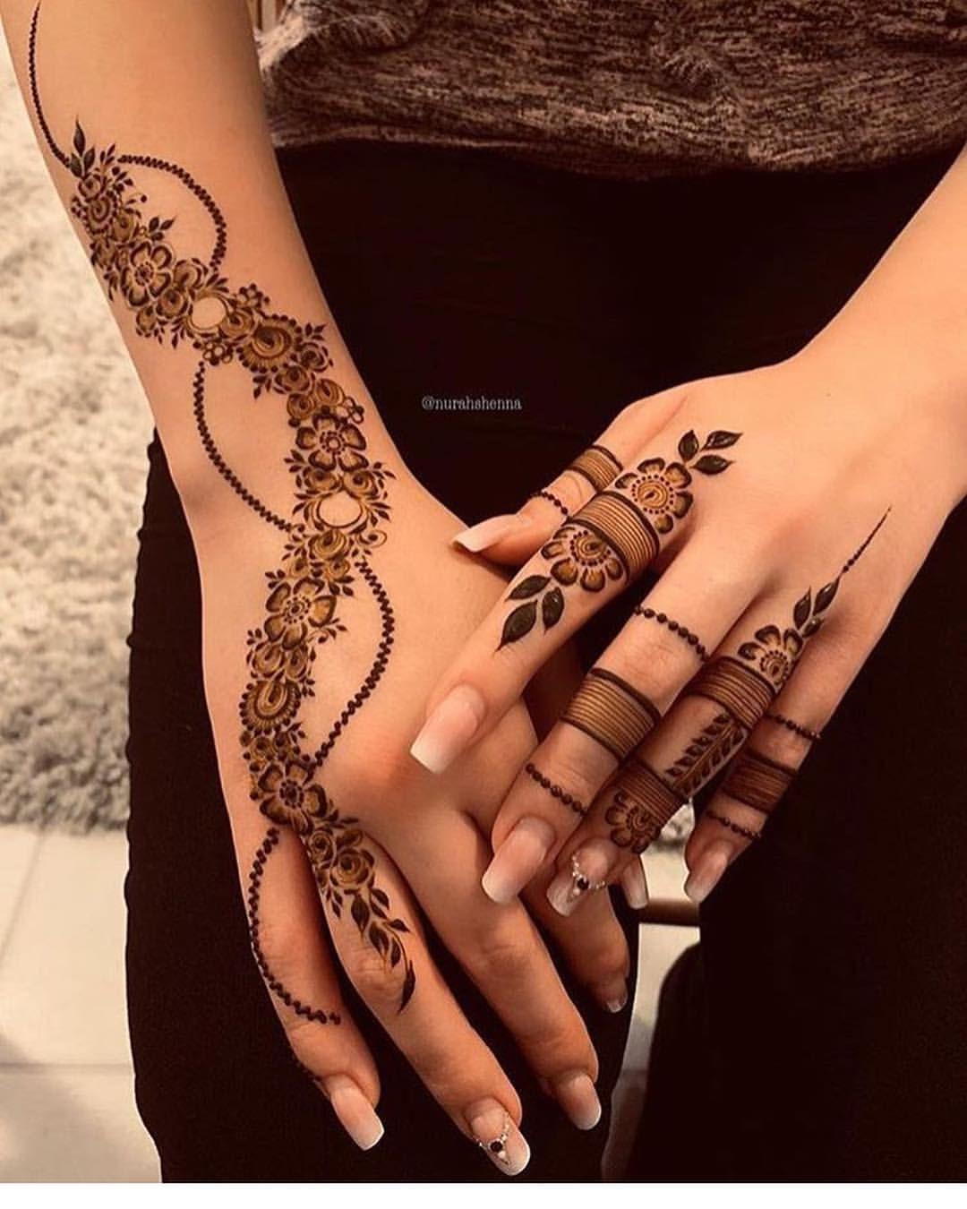 طلبتو مني صورة كامله للدريس دا طبعا تقدرو تشتروه من هنا Ezabella Fashion هتكلملكو عنه بما انه عجبك Henna Tattoo Vorlagen Henna Tattoo Ideen Henna Hande