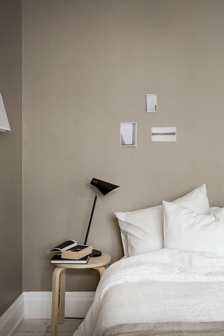 Hocker Nachttisch Beige wände, Minimalschlafzimmer