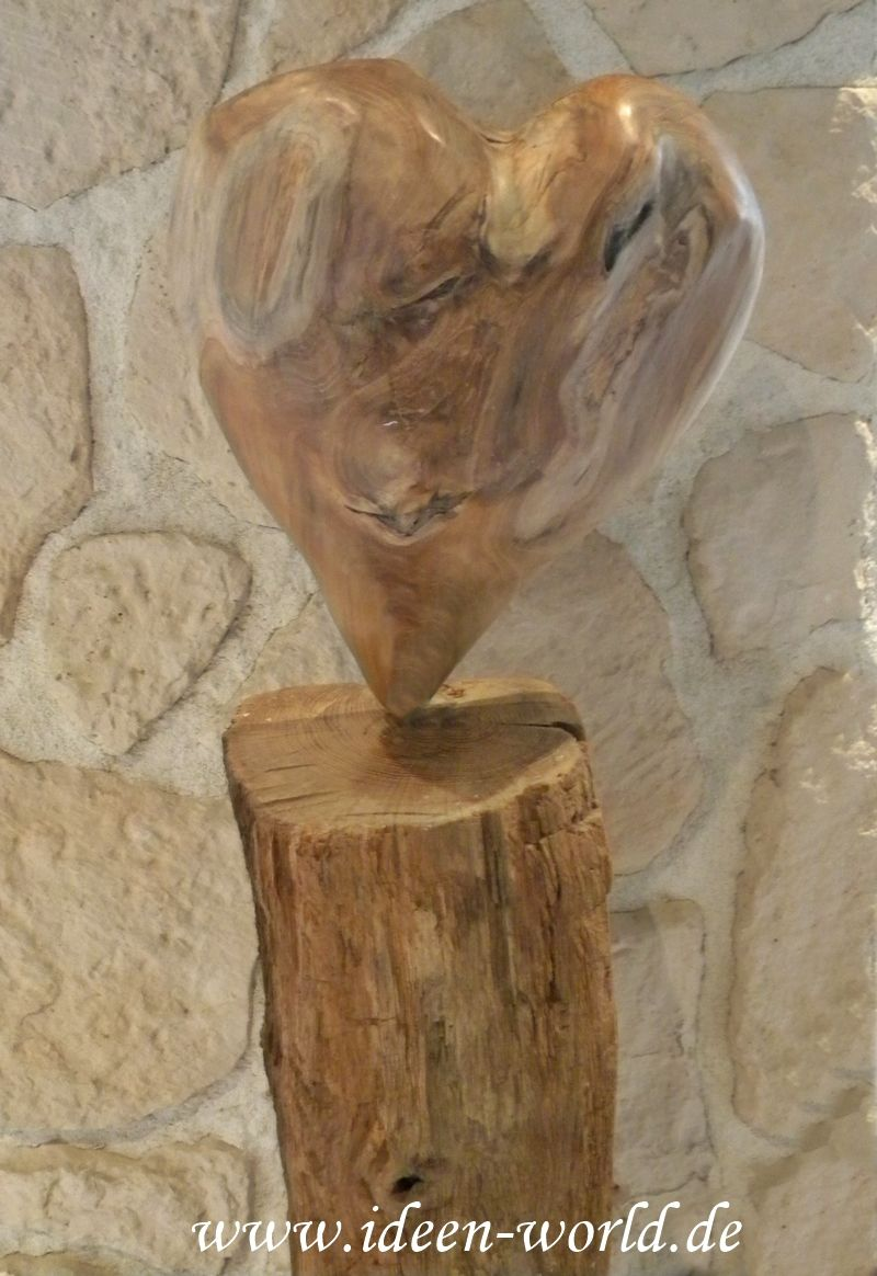 Stehle Eiche 300 jahre alte eiche mit einem herz aus wurzelholz unikate aus