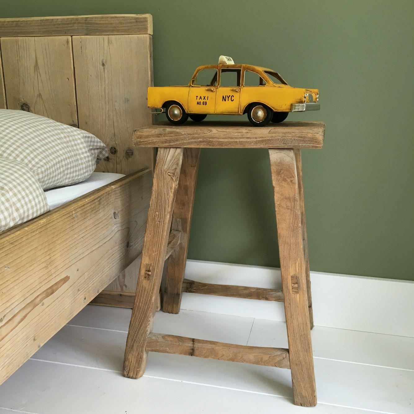 Jongenskamer metalen taxi van maison du monde oud houten for Houten bankje steigerhout