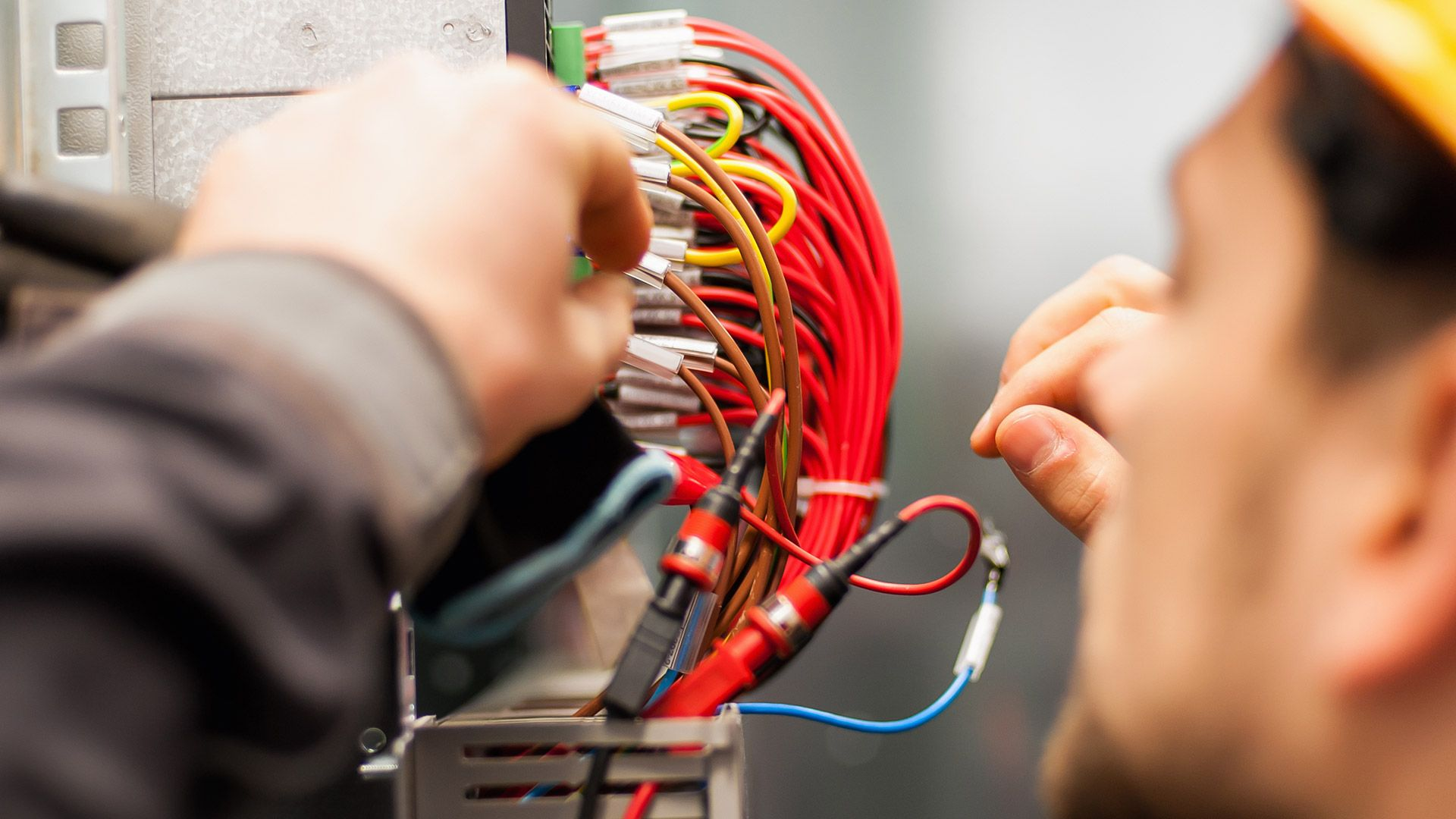 Things To Keep In Mind When Looking For Electrician In Templestowe Electrician Services Electrician Electrical Installation