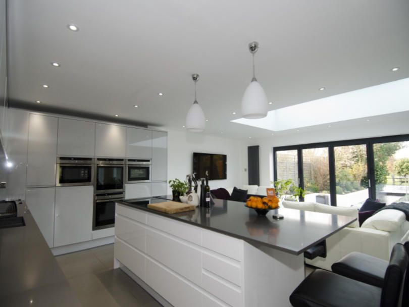 Best Large Handleless Kitchen By Kitchenerg In A Mix Of Remo 400 x 300