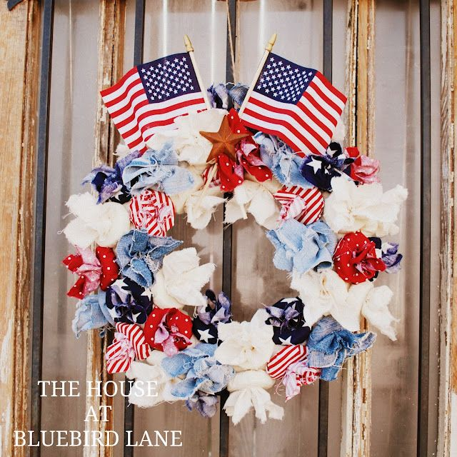 The House at Bluebird Lane, this is a cute holiday wreath!!!! #poolnoodlewreath