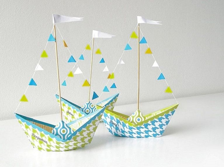 diy anleitung papierschiff falten crafting tutorial for paperboats party decoration via. Black Bedroom Furniture Sets. Home Design Ideas