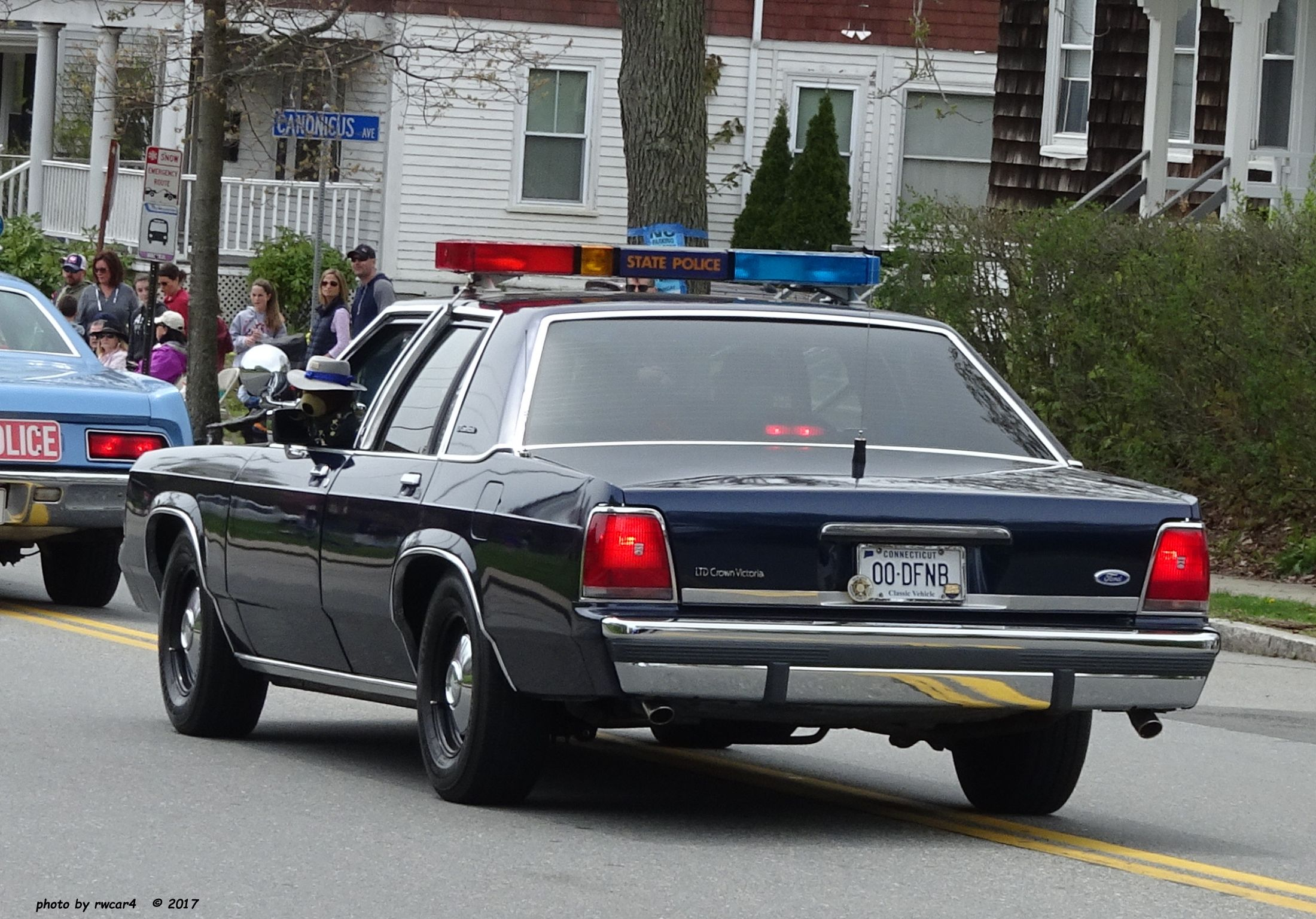 All sizes | Connecticut State Police - Ford LTD Crown