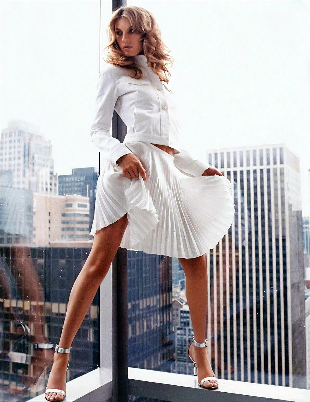 Skirt suits, uniforms, amazing dresses...: Photo