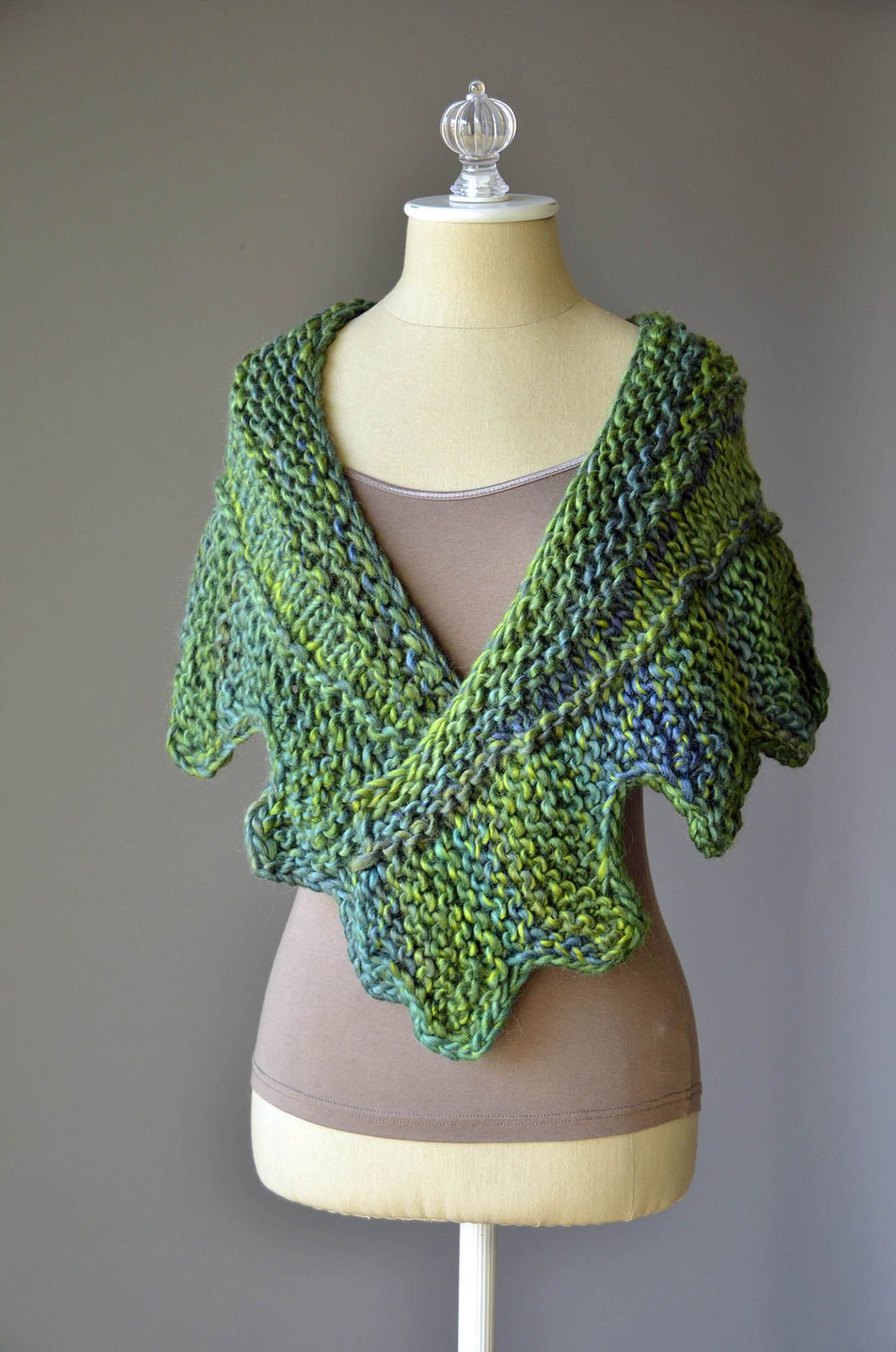 Free Knitting Pattern!  The Cog Shawlette in Classic Shades Big Time.