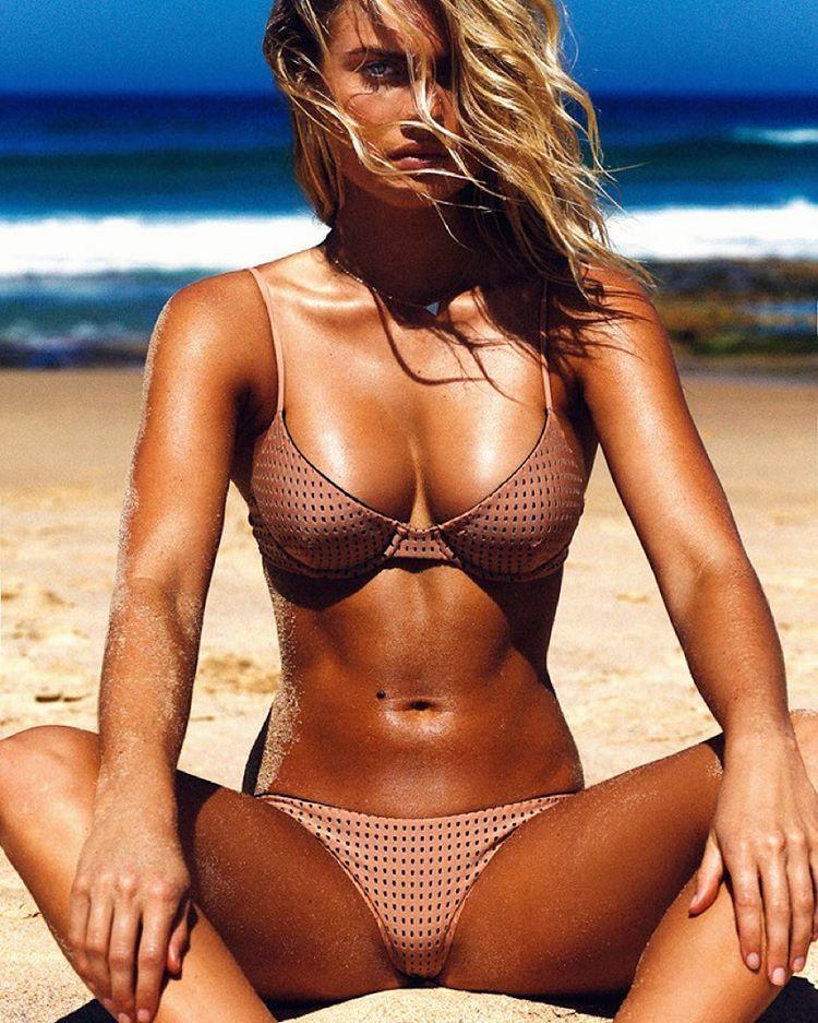 Aussie bikini babe