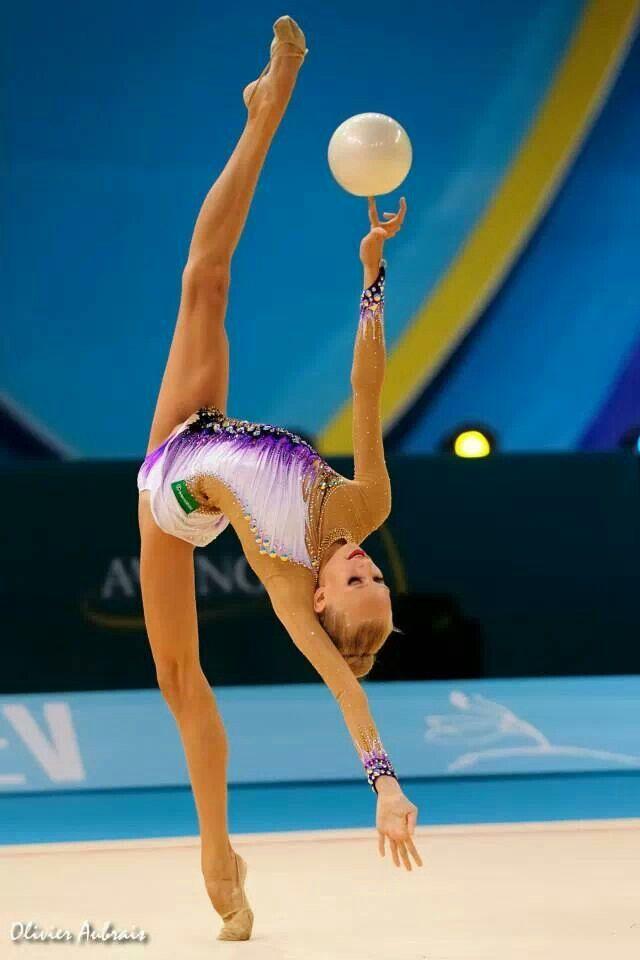 Yana Kudryavtseva (Russia) how she balences the ball