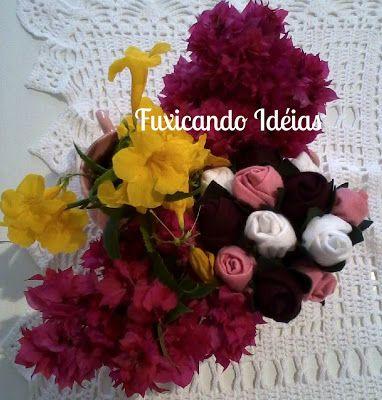 Botões de rosas em feltro