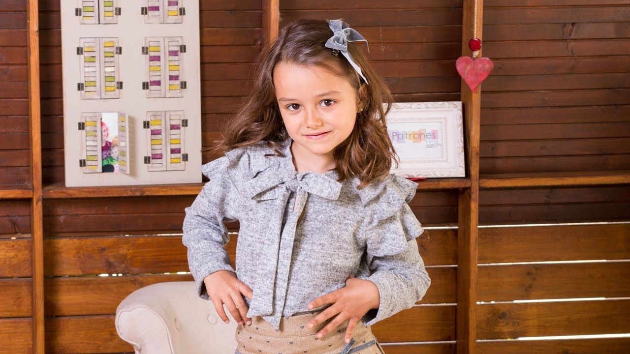 Camiseta gris con volantes. REVISTA PATRONES INFANTILES Nº 8