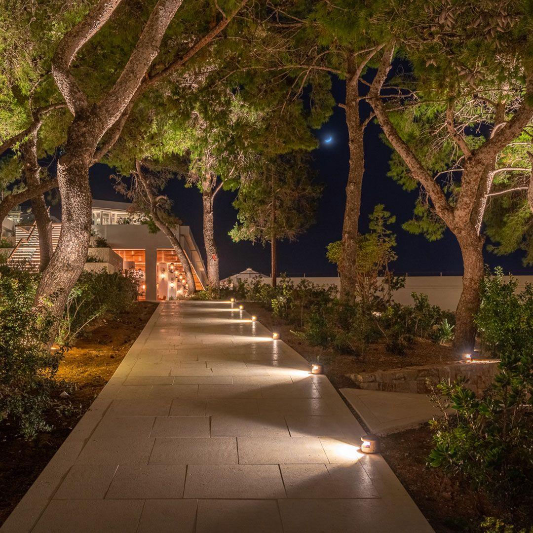 Landscape Lighting For An Outdoors Par Excellence Modern Landscape Lighting Landscape Lighting Landscape Lighting Design