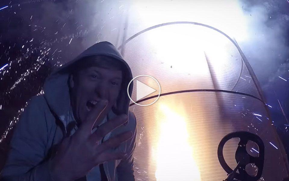Colin Furze tester sin 6 meter høje ild-tornado med fyrværkeri