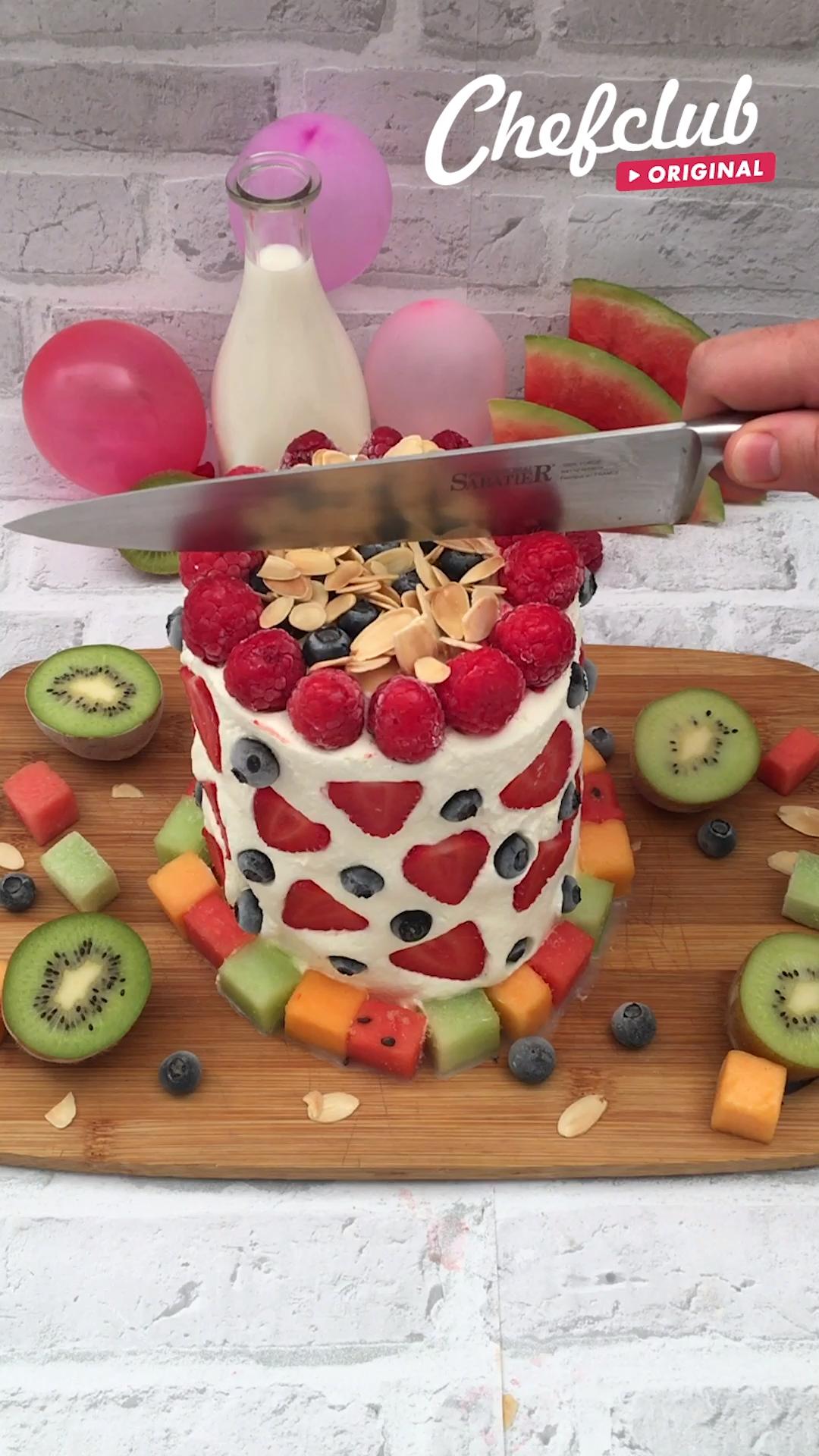 Sommer-Torte mit leckerem Obst