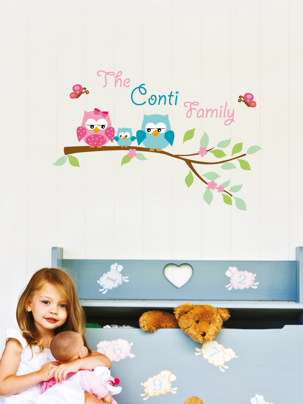 2- My Family  Mamma gufo, papà gufo e i loro piccolini. Una decorazione personalizzata col nome della vostra famiglia. Decorazione adatta a tutti.  Misure max: H 80 cm x L 120 cm