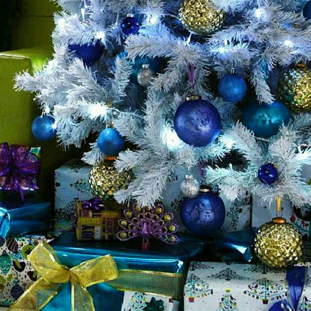 Árvore de Natal azul  @holly.jolly.xmas.inspiration