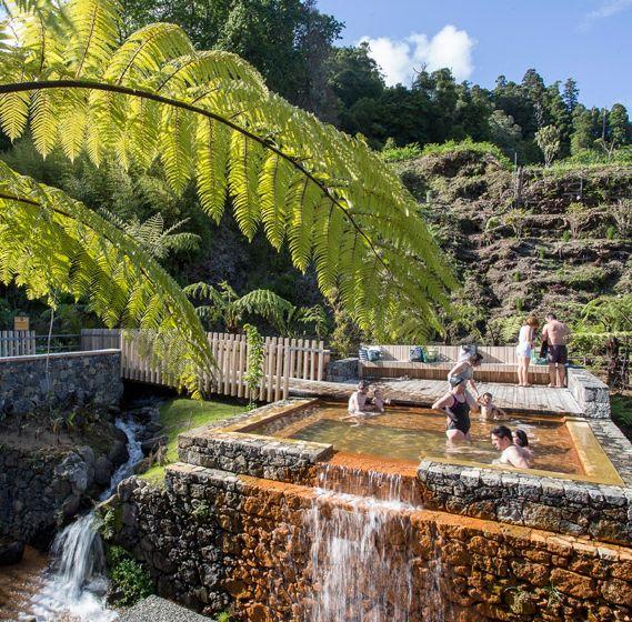 M arquitectos piscinas termales po a da dona beija en las for Cuanto cuesta hacer una alberca en mexico