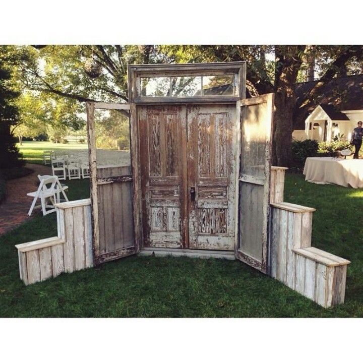 Pallets And Old Doors Were Used To Create An Interesting Outside Entry